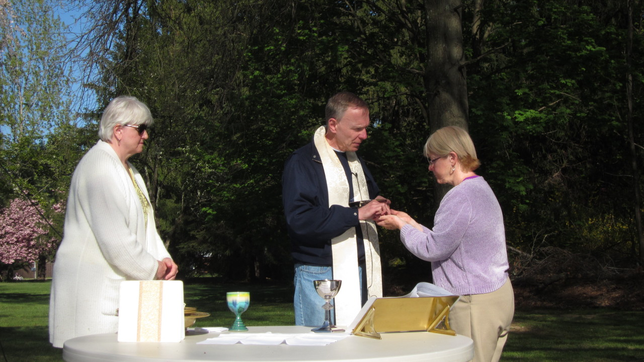 The Body of Christ, the bread of heaven – Open air Eucharist celebrated after the last Bike Tour